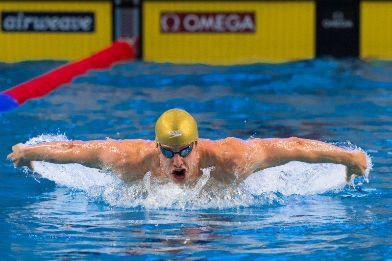 Zwemmers flirten met wereldrecords in series